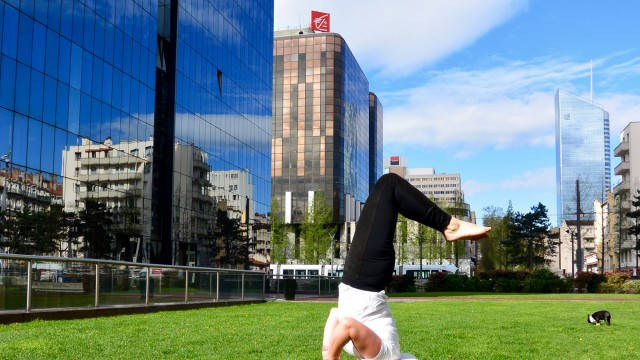 headstand beackbend yoga pose gotta joga feetup