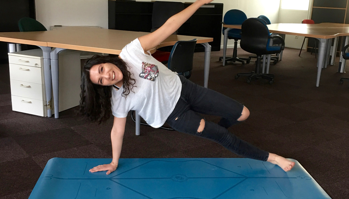 gotta joga review liforme yoga mat side plank pose